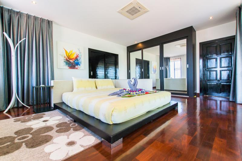 Photo 4 bedroom villa for rent in Chalong, Phuket