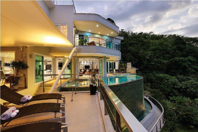 Photo 6 bedroom luxury villa in Bang Tao with stunning views