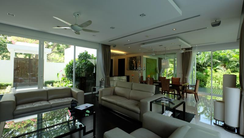 Photo 4 bedroom pool villa for sale overlooking the ultra exclusive Blue Canyon golf course-Phuket
