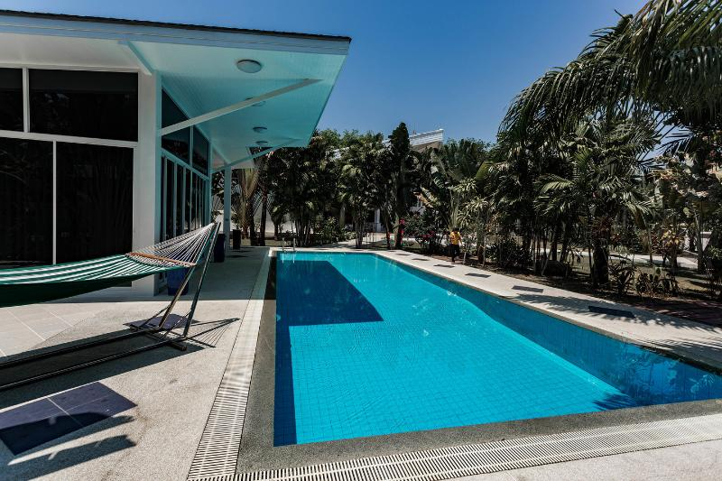 Photo A Stunning 5 bedroom Pool Villa for Sale in Ao Po, Phuket