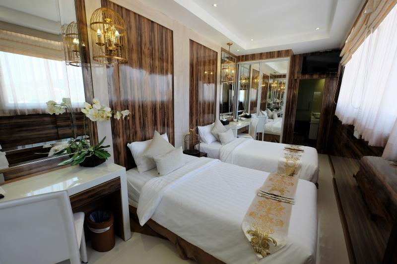 Photo Exclusive 4 bedroom condo with private pool for sale in Patong Beach, Phuket, Thailand