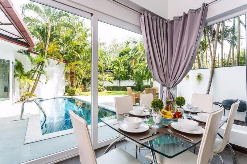 Photo Fully Renovated 4 bedroom Pool Villa for Sale in Rawai, Phuket