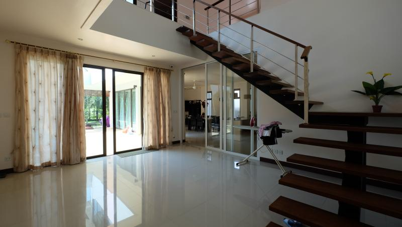 Photo Kathu luxury 3 bedroom pool villa at the Phuket Country club