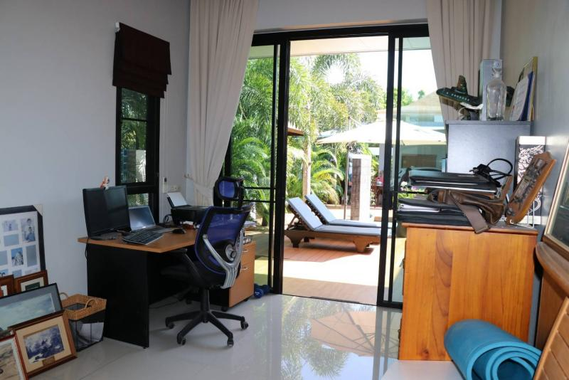 Photo Luxury 4 bedroom pool villa for sale in Cherngtalay, Phuket Thailand with Chanote
