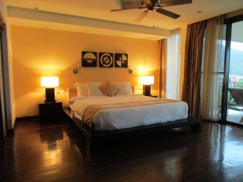 Photo Luxury Phuket villa Patong for sale in Kalim