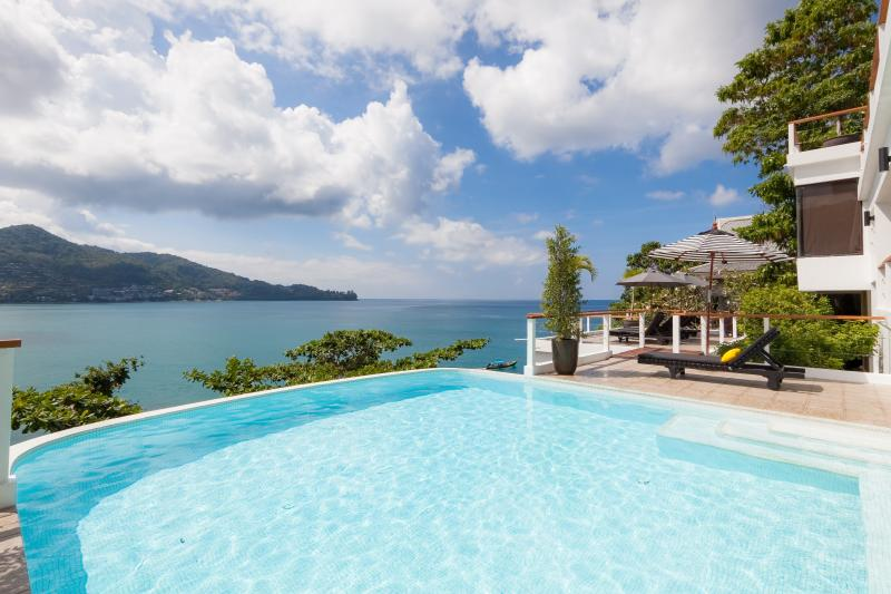 Photo Luxury sea front villa for rent in Kamala, Phuket