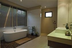 Photo Luxury 3 bedroom villa for sale in Nai Harn, Phuket