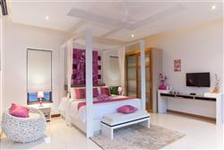 Photo Luxury 3 bedroom villa for sale in Nai Harn, Phuket