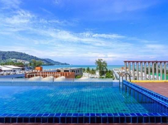 Photo Modern 59 Room Pool Hotel 出租,距芭东海滩 100 米