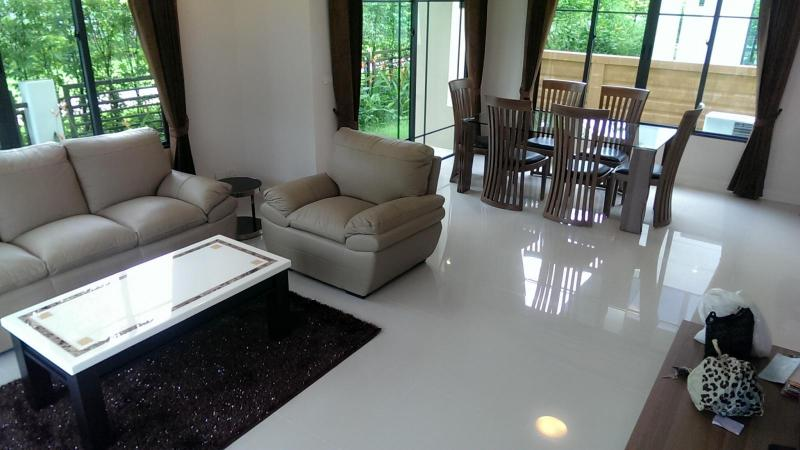 Photo Maison moderne entièrement meublée à louer à Koh Kaew