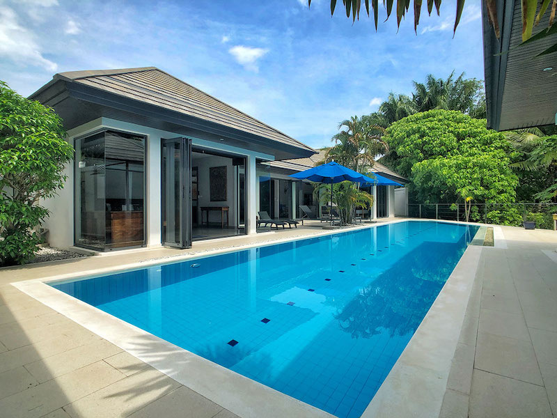Photo Modern fully renovated pool villa for rent or sale in Nai Harn Phuket