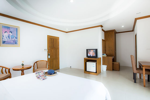 Photo Modern hotel with 30 bedrooms for rent in Patong Beach, Phuket Thailand