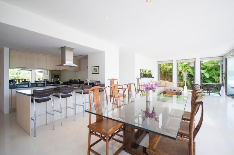 Photo Prix Discounté. Villa de luxe avec piscine et vue sur la mer, 4 chambres à vendre à Surin, Phuket