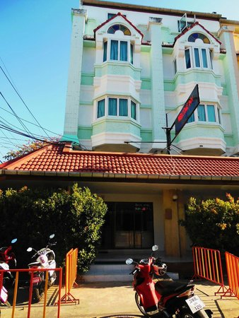 Photo Phuket 18 bedroom guesthouse for Lease or for Sale in Karon