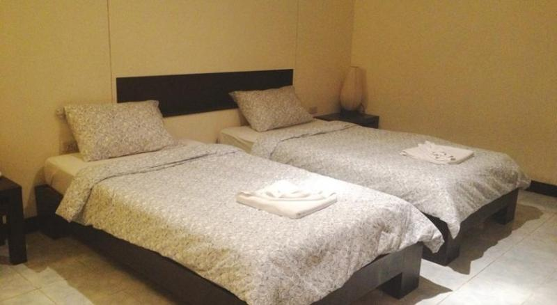 Photo Phuket 18 bedroom guesthouse for rent in Patong