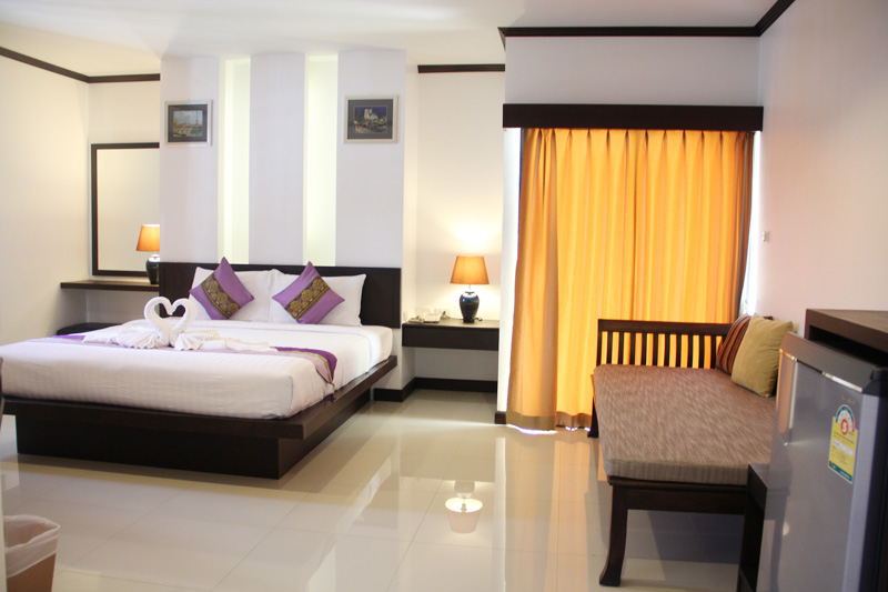 Photo Phuket 25 bedroom guesthouse and restaurant for rent in Patong