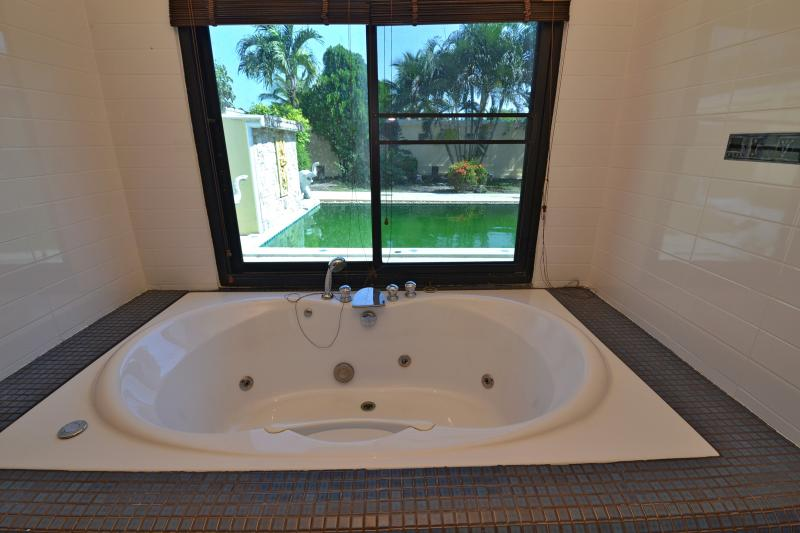 Photo Phuket 3 bedroom pool villa to sell or to rent in Rawai