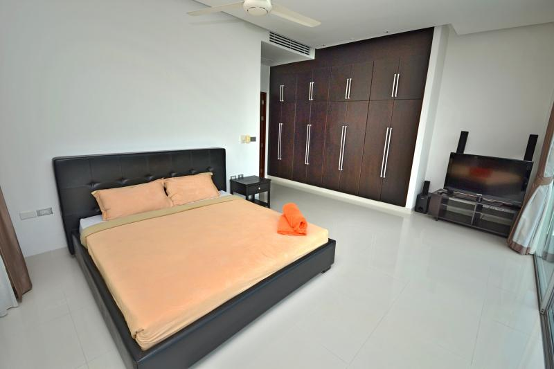 Photo Phuket 3 bedroom Sea View pool villa to sale in Kamala