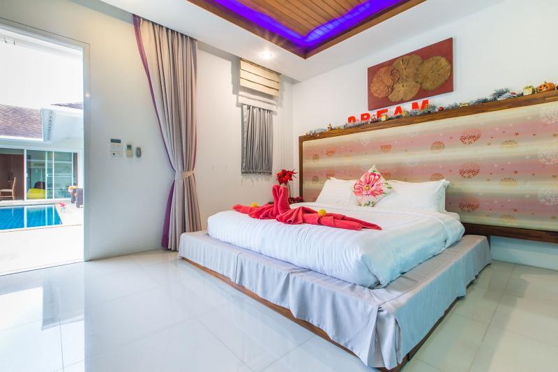 Photo Phuket exclusive 4 bedroom pool villa in Chalong