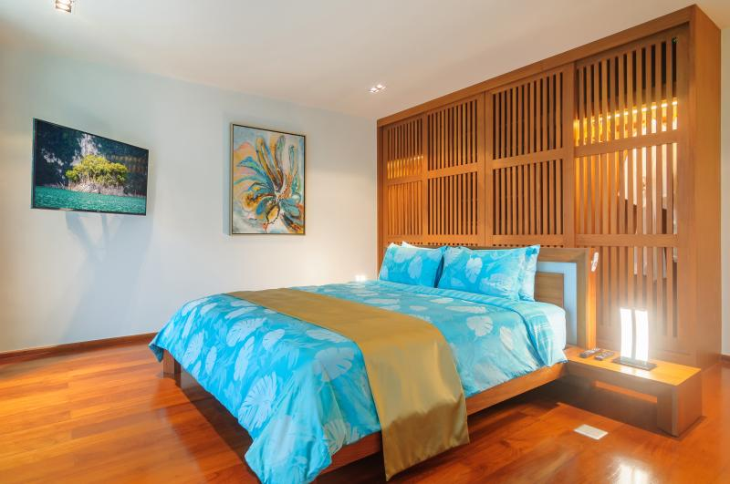 Photo Phuket Exclusive Beachfront and Sea View high tech Villa in Rawai