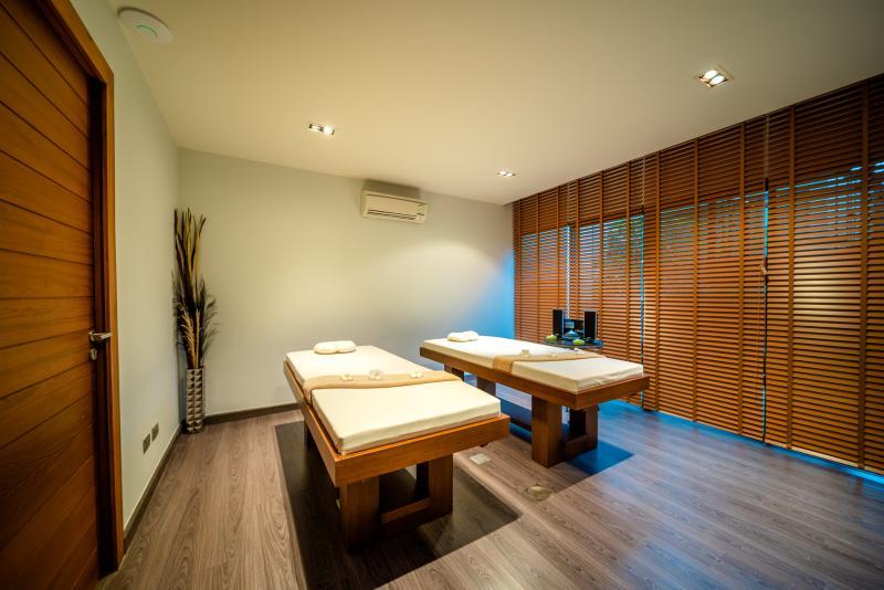 Photo Phuket Exclusive Beachfront and Sea View high tech Villa in Rawai