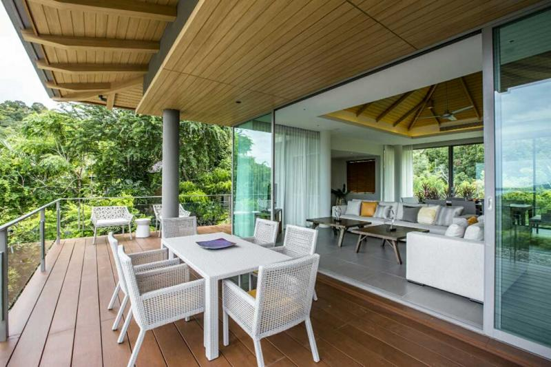 Photo Phuket High-end Luxury Sea View Villa in Layan.