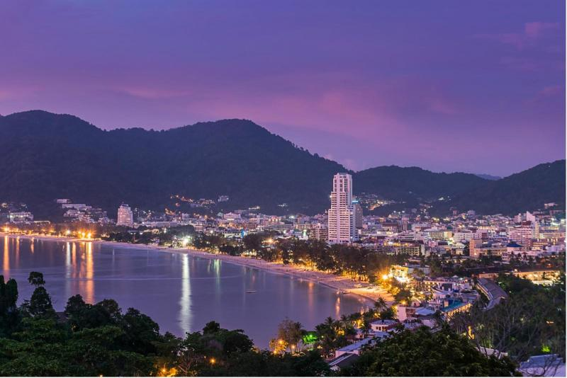 Photo Phuket Hotel with Roof Pool for lease in Patong