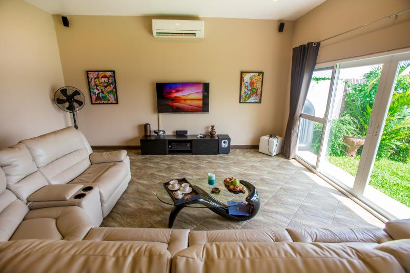 Photo Phuket lakefront 4 bedroom villa for sale in Chalong