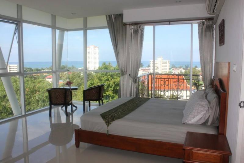 Photo Phuket-Large 2 bedroom Karon apartment for sale with superb sea view
