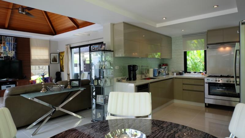 Photo Phuket Luxury 3 bedroom pool villa for sale in Layan