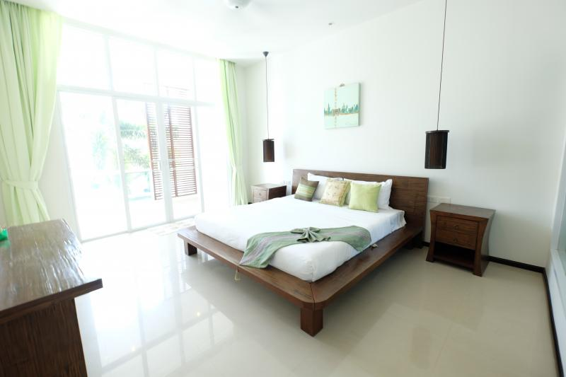 Photo Phuket luxury 3 bedroom pool villa to sell or rent in Rawai