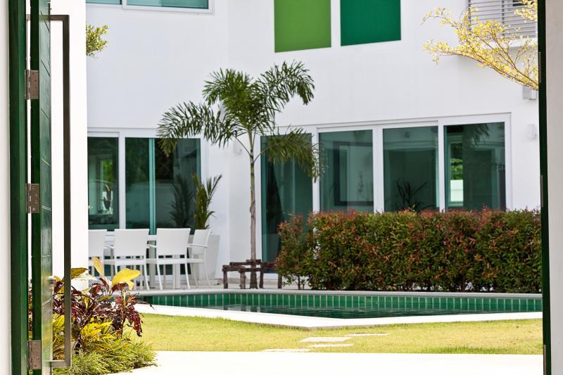 Photo Luxueuse villa familiale de 5 chambres à vendre à Nai Harn, Phuket, Thailand