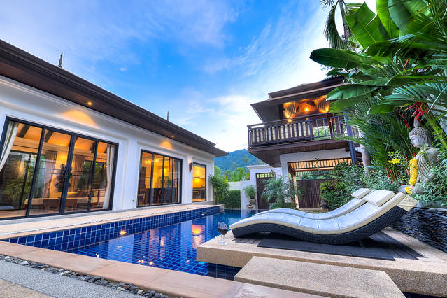 Photo Luxury Phuket pool villa for rent in Nai Harn with 3 bedrooms
