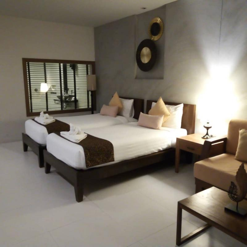 Photo Phuket modern 16 bedroom Resort with pool for sale in Rawai