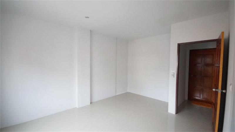 Photo Phuket- Patong building for sale including 2 shops and 16 rooms