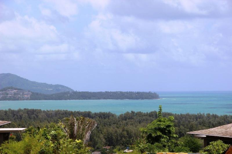 Photo Phuket Top Deluxe Sea View Villa for Sale in Layan
