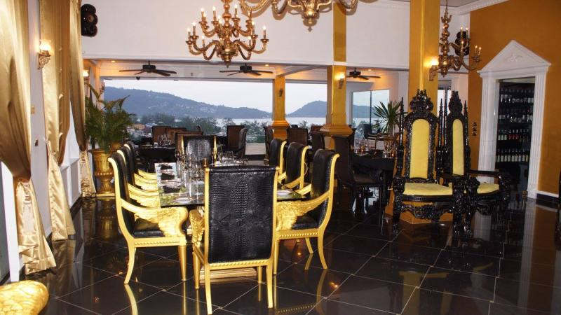 Photo Bar + Restaurant et 20 appartements à vendre à Patong, Phuket