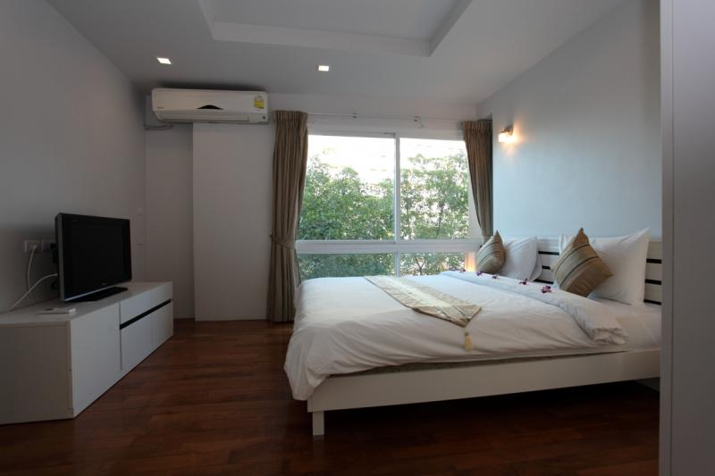 Photo Spacious 2 bedroom penthouse to rent in Patong with full facilities