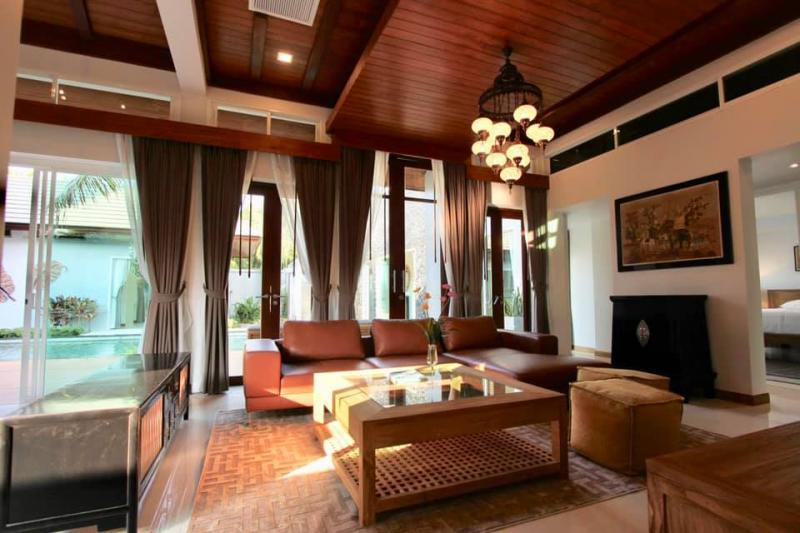 Photo Top luxury pool villa with 5 bedrooms for sale in Rawai